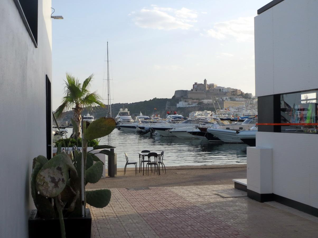 26. Ibiza, la marina Botafoch avec vue sur la citadelle