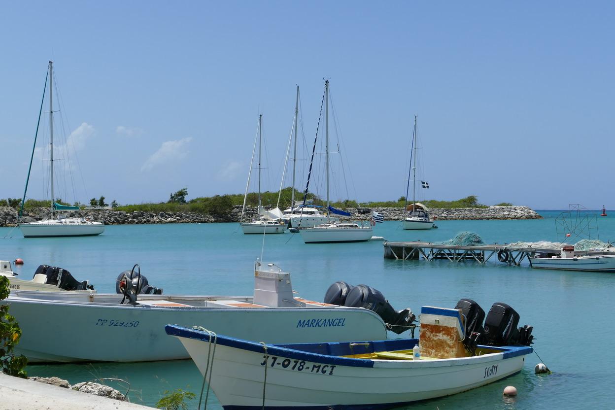 31. Marie-Galante ; Grand-Bourg, le petit port avec très peu de places pour les bateaux de passage