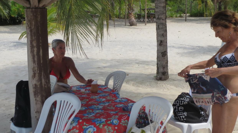 32. Baia de Todos os Santos, île d'Itaparica, avec Acacia (pas l'arbre : une amie brésilienne de Florianopolis)