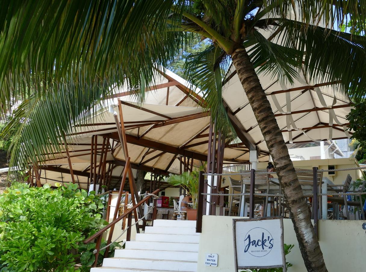 32. Bequia, Admiralty bay, Jack's, le café restaurant de la plage