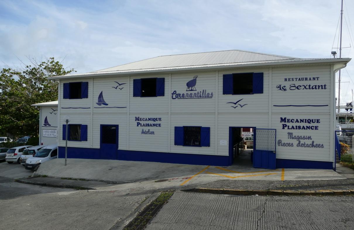 33. La Martinique, le Marin, un bâtiment moderne