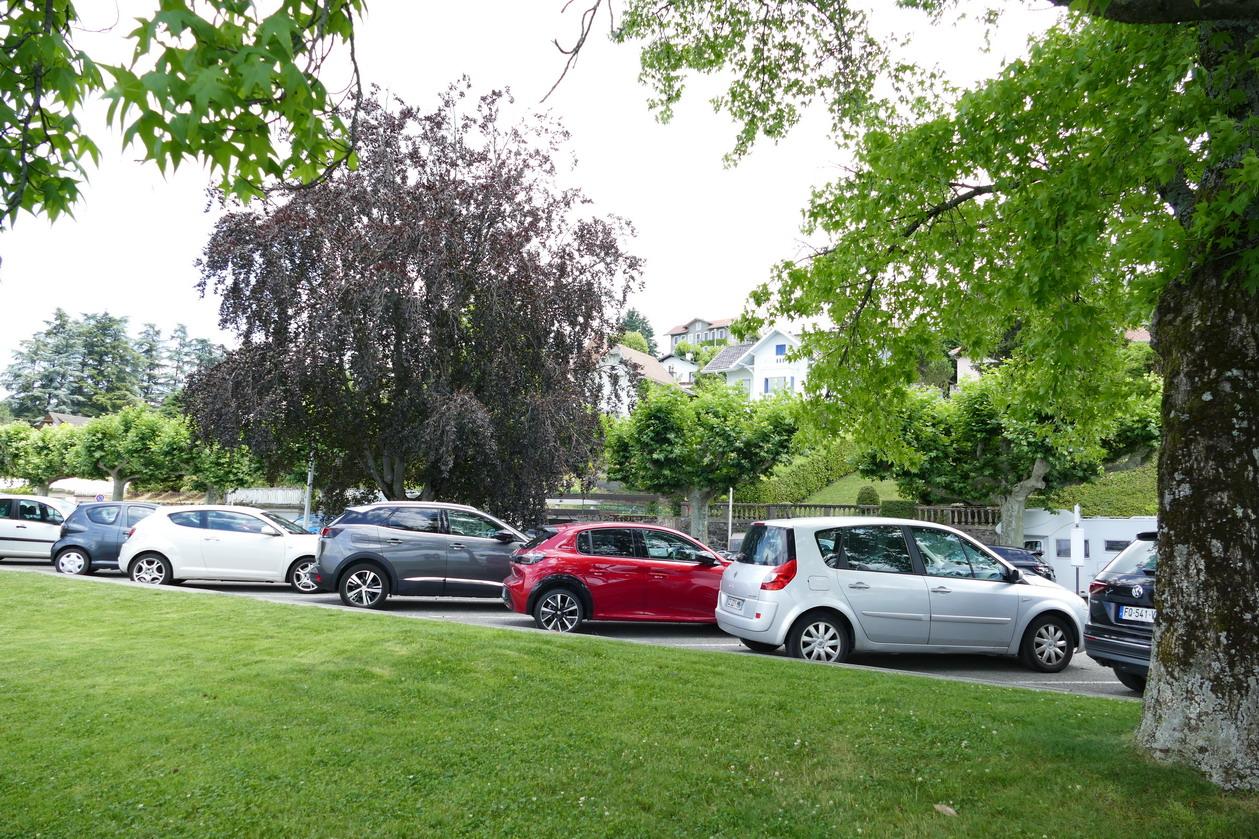 34. Lac Léman - Thonon-les-Bains ...et de nombreuses voitures