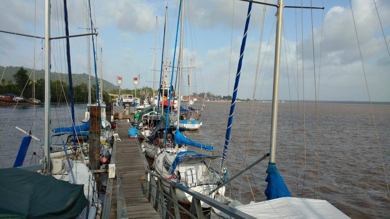 34. Mindelo bord à bord avec le bateau des Phares et balises