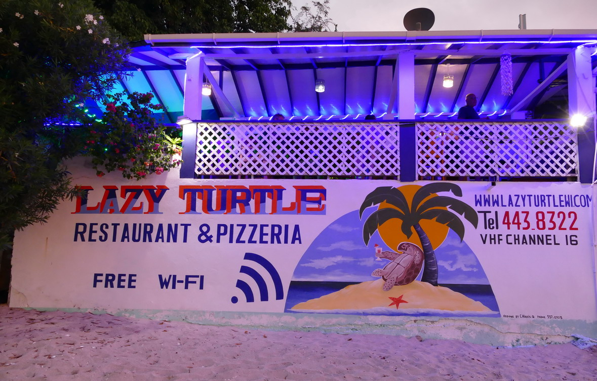 "35. Le restaurant Lazy Turtle (""Tortue paresseuse"") sur la plage"