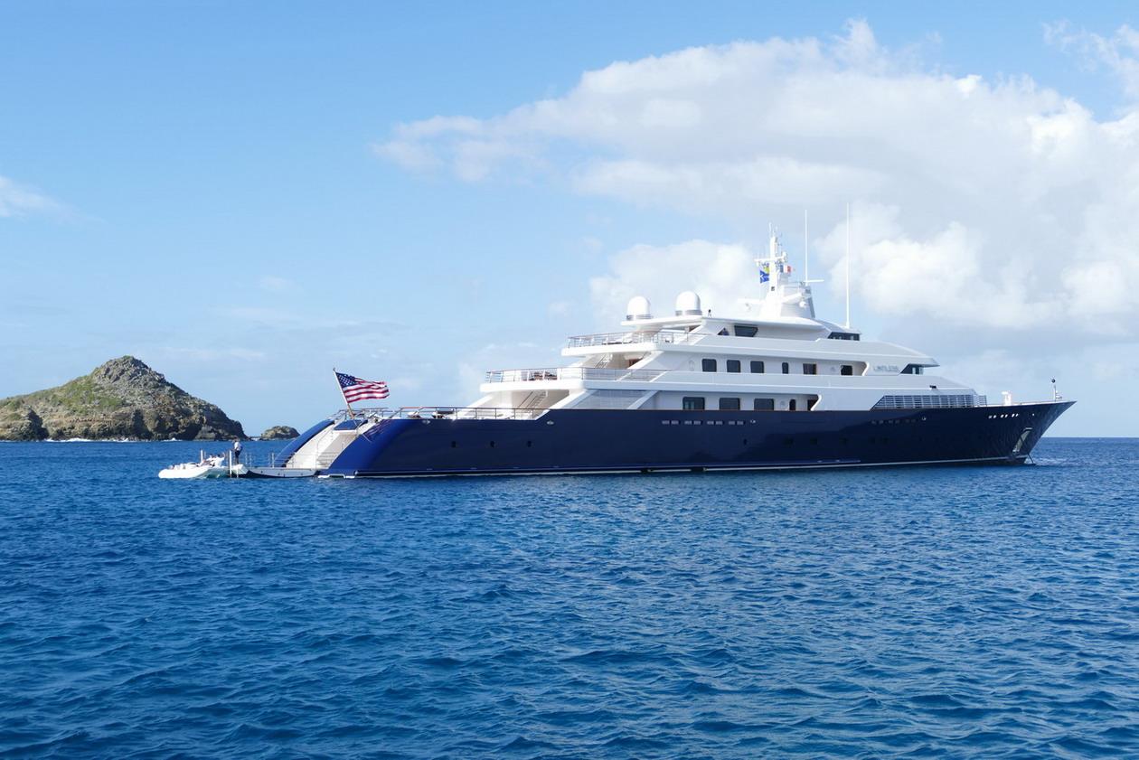 37. St Barth, l'anse du Colombier, Limitless, un yacht de 96 m juste à côté de nous