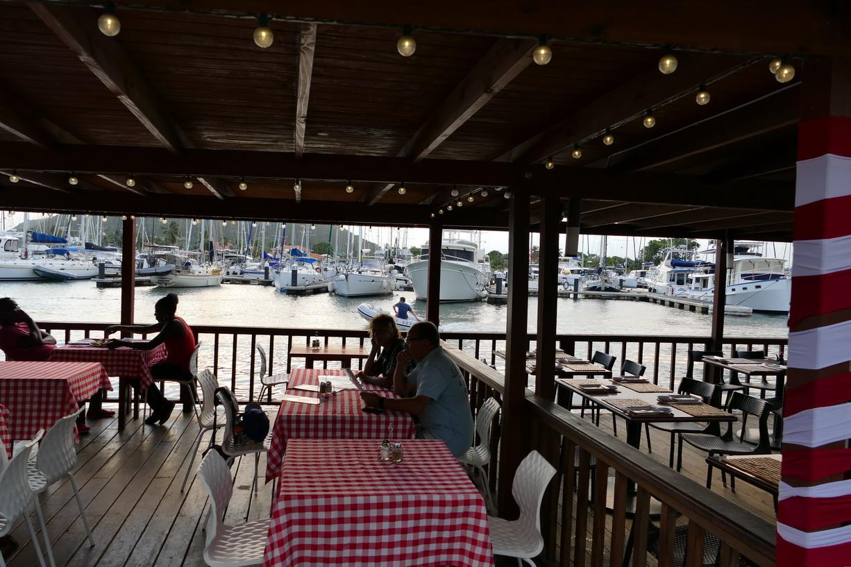 38. Ste Lucie, Rodney bay, la marina IGY, les restaurants au bord de l'eau