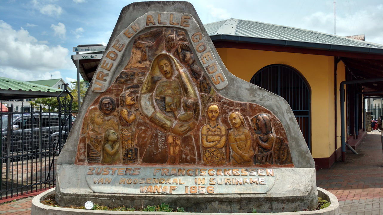 40. Paramaribo, monument franciscain Paix à tous les Dieux