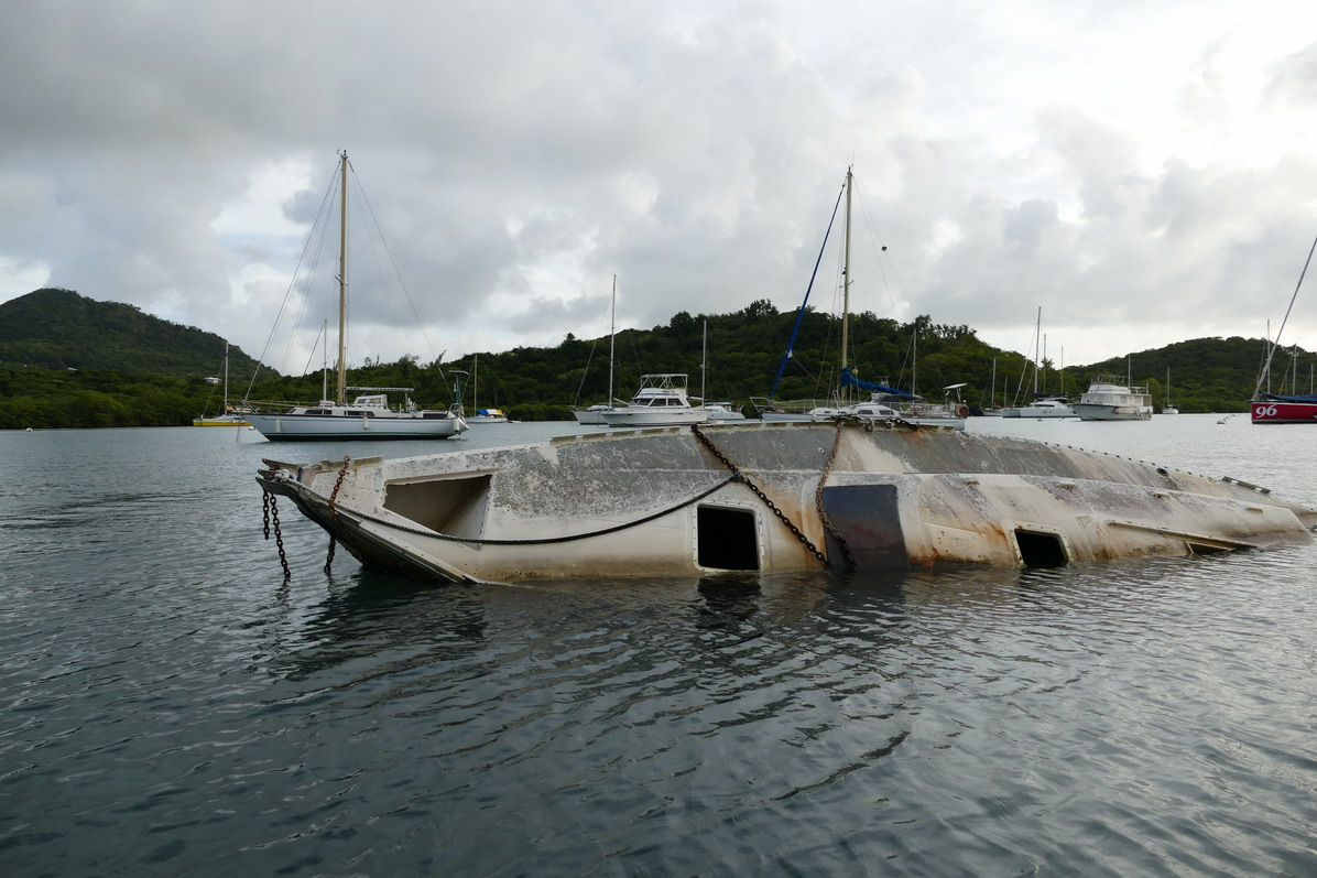 41. La Martinique, le Marin ; entre deux eaux
