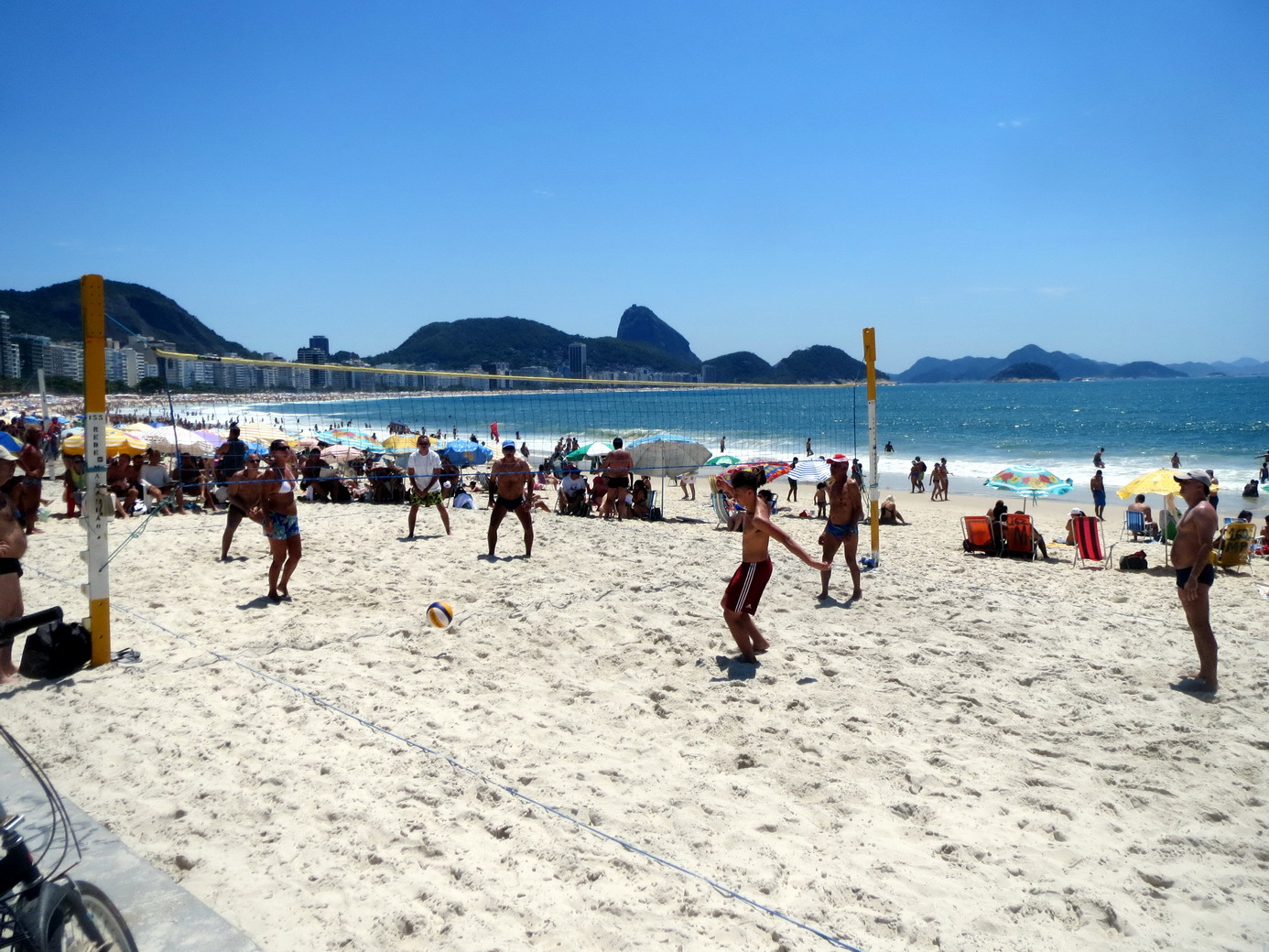 42. Plage de Copacabana, beach volley, sport national