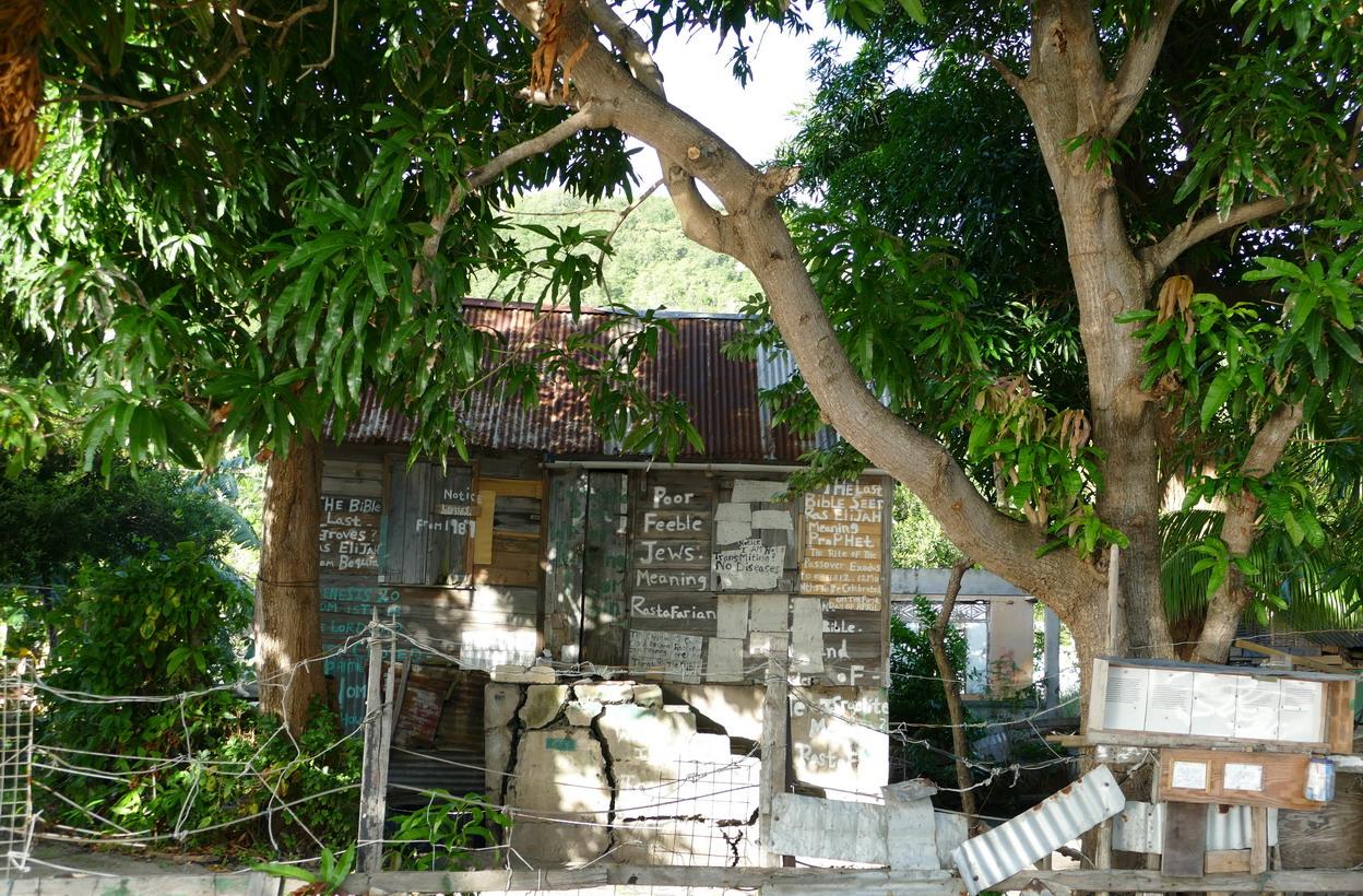 43. Bequia, Admiralty bay, des sentences bibliques dans tous les sens