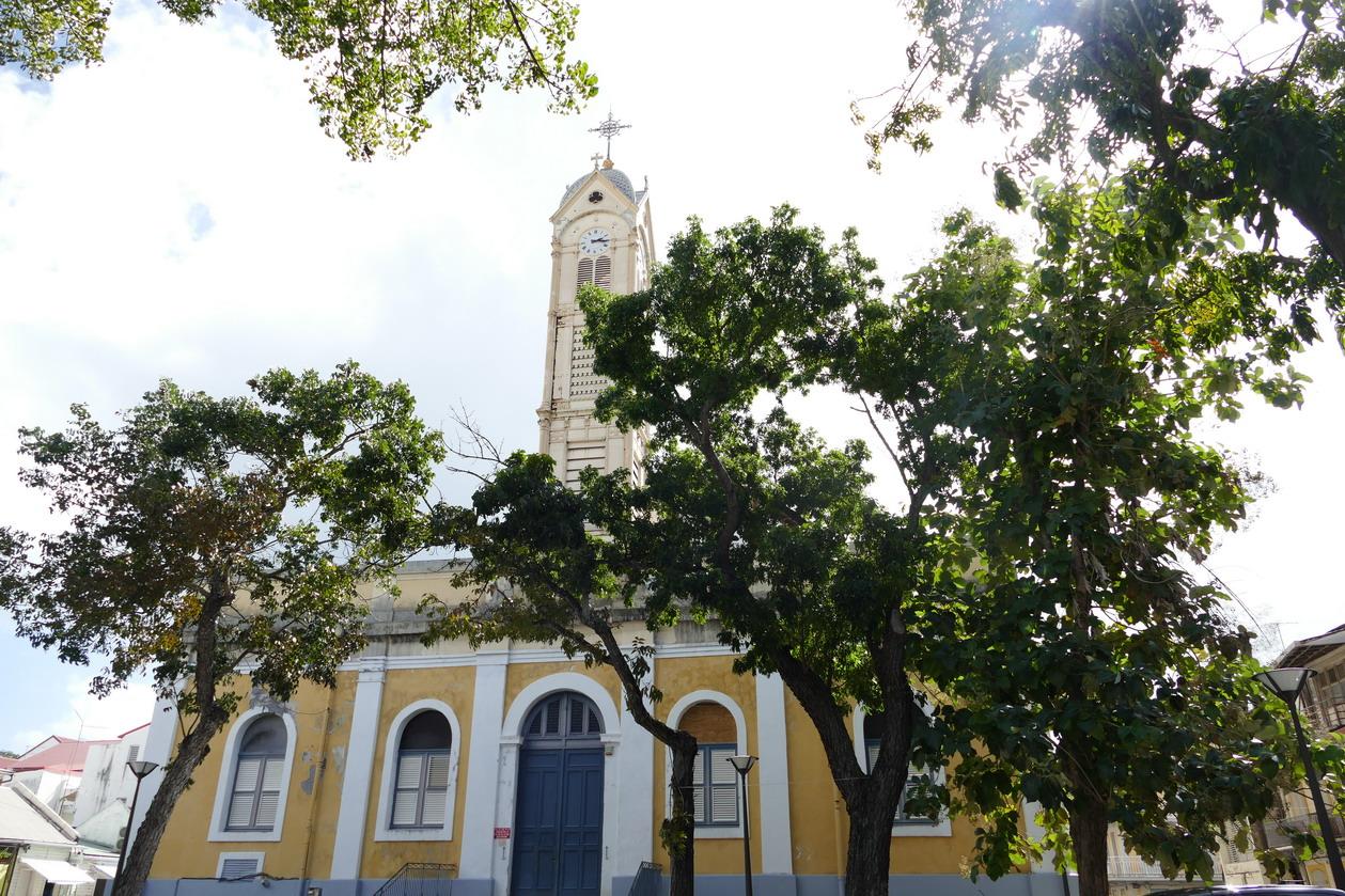 43. Pointe-à-Pitre ; l'église St Pierre et St Paul, dite aussi la cathédrale