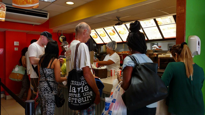 45. Paramaribo, on tombe plutôt sur des fast food que sur des restaurants