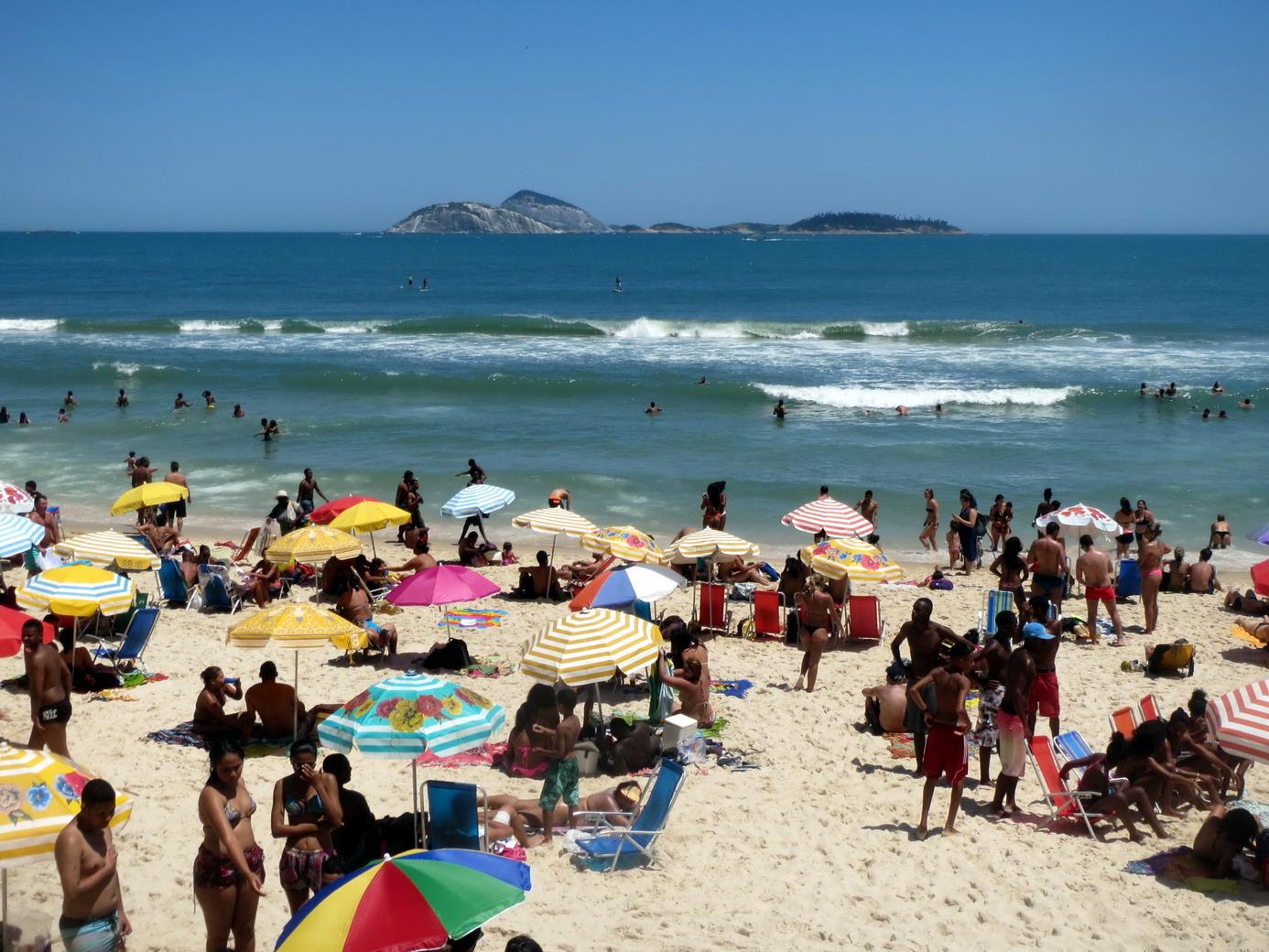 45. Plage d'Ipanema, les vagues sont parfois assez brutales