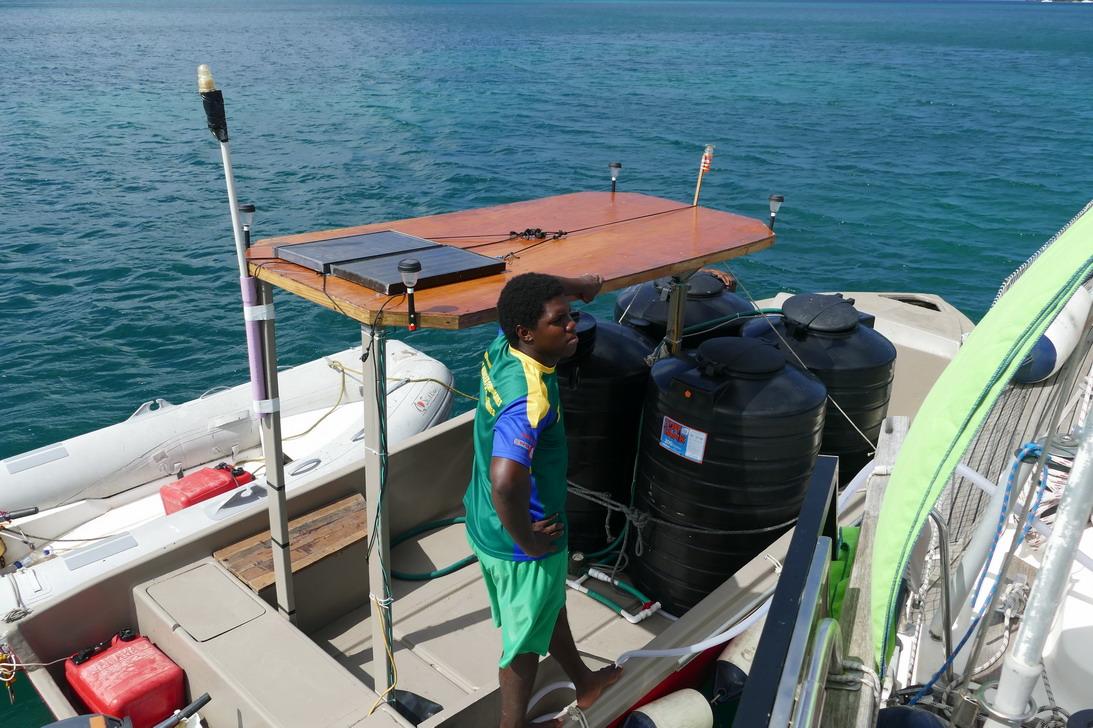 46. Canouan, le transport de l'eau
