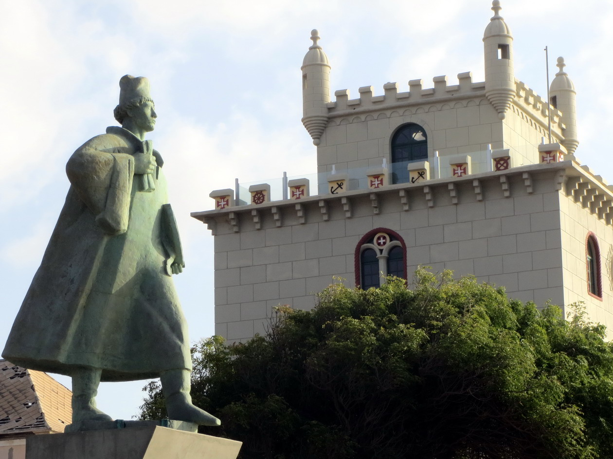 7. La tour de Belem, imitation de celle de Lisbonne et musée de la marine