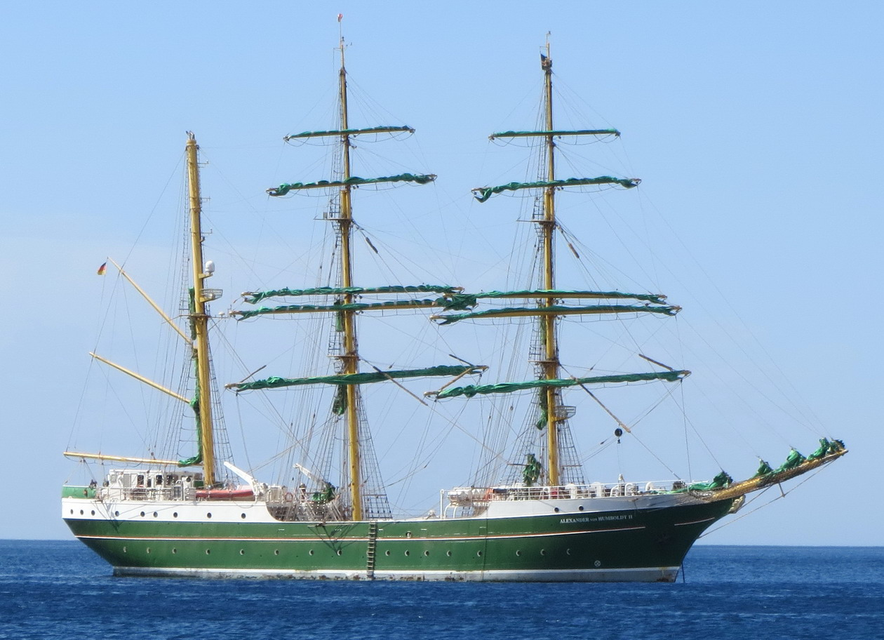 8. Le trois-mâts barque Alexander von Humboldt II, notre voisin pour quelques jours